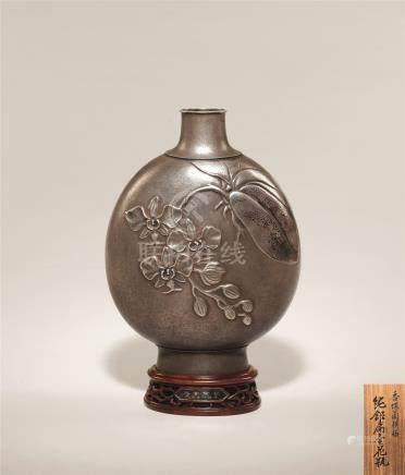 大正时期 纯银香蝶兰纹扁瓶