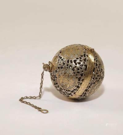 明治时期 银鎏金吊香炉
