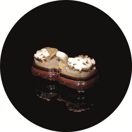清 玛瑙雕螭龙纹带扣