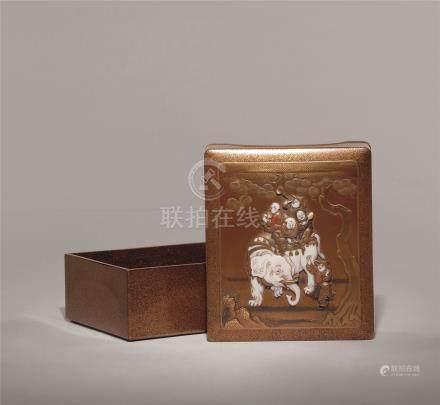 明治时期 金莳绘嵌宝童子戏象图长方盒