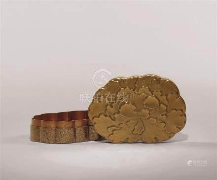 明治时期 金莳绘牡丹花形盒