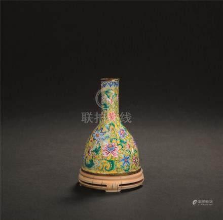 清 铜胎画珐琅缠枝莲纹马蹄瓶