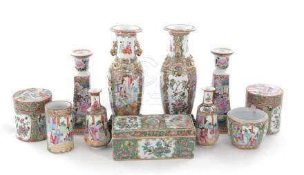 Chinese Rose Medallion porcelain vases and boxes (11pcs)
