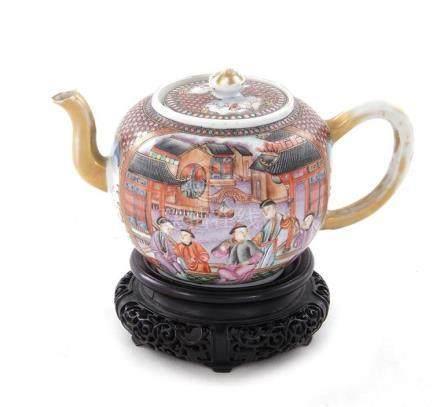 Chinese Export porcelain mandarin teapot