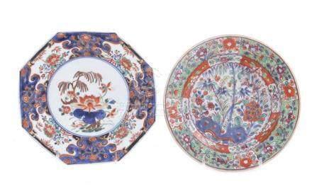 Chinese Export clobber-ware porcelain plates (2pcs)