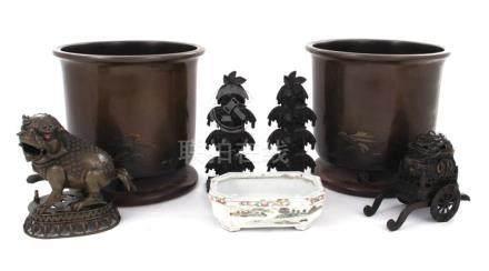 Asian bronze and porcelain decorative objects (7pcs)