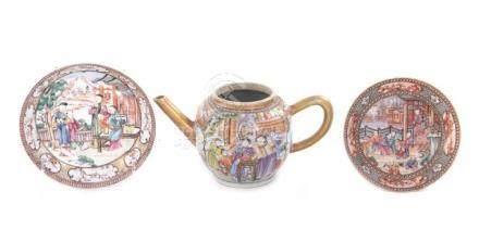 Chinese Export porcelain teapot and saucers (3pcs)