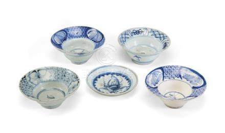 GROUP OF SMALL PORCELAIN DISHES AND BOWLS