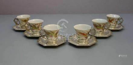 6 CHINESISCHE TASSEN MIT SILBERMONTUR, Porzellan und Silber. Konische Tassen mit Rundstand und