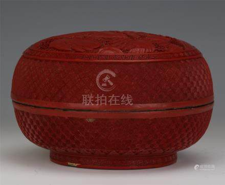 CHINESE CINNABAR FIGURES IN MOUNTAIN LIDDED ROUND BOX