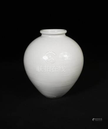 A Tang dynasty style white glazed jar, with unglazed base, 26cm high