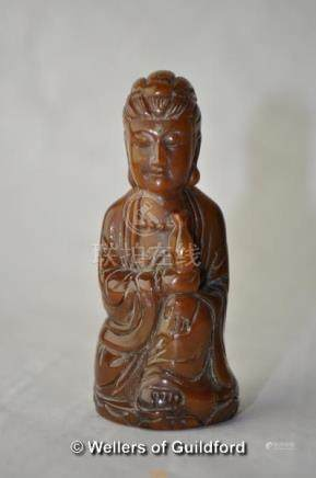 A small carved Chinese horn figure of a buddha, 7.5cm.