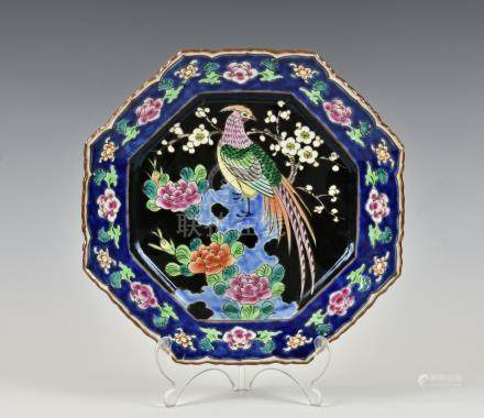 A Chinese porcelain octagonal famille rose dish, 19th / early 20th century, with barbed rim, painted