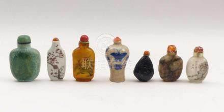 Kleine Sammlung von sieben SnuffbottlesChina, 19. und 20. Jh.Unterschiedliche Formen in