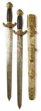 Doppelschwert mit Rochenhaut-ScheideChina, späte Qing-Dynastie, 19. Jh.Zweischneidige Klingen mit