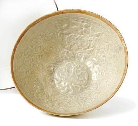 Seladon-SchaleChina, Song-Dynastie (960-1.280 n. Chr.)Tiefe Form, innen sechs Reserven mit