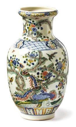 BalustervaseChinaUmlaufender Dekor aus in Blütenzweigen sitzenden Paradiesvögeln, Ränder und