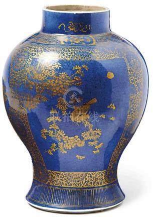 Powder-Blue-Vase mit goldradiertem DekorChina, Qing-Dynastie, E. 19. Jh.Hochschultrige Balusterform,