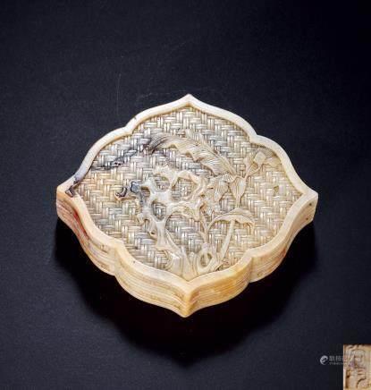 清早期 尚均款寿山石雕秀石芭蕉图花式印盒