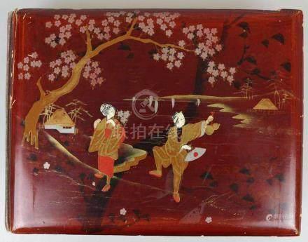 Fotoalbum, wohl China um 1900, rötlich lackierter Holzeinband mit Gold- und Silberstaffage,