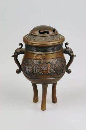 Duftbrenner/Dreibein, Asien, 19./20. Jh., Metall, zwei Handhabe in der Form von Elefantenköpfen,