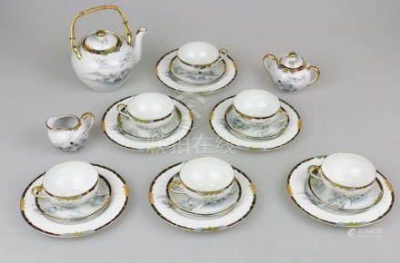 Teeservice, Porzellan, Asien: sechs Gedecke, Kanne, Zuckerdose und Sahnegiesser, Kranichdekor.