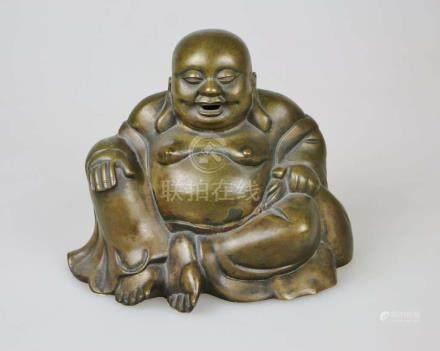 Lachender Buddha, Metallguss, 20. Jh., H.: 20,5 cm.