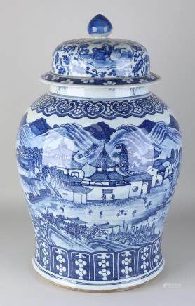 Very large rare antique Chinese porcelain lid pot with