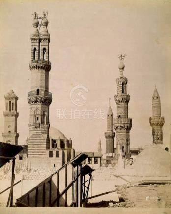Divers photographes orientalistes, ensemble de vues architecturales de grandes