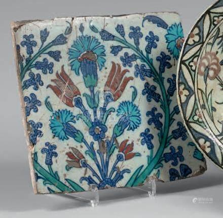 Carreau au bouquet d'oeillets et de tulipes, Turquie ottomane, Iznik, fin du XV
