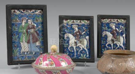 Trois carreaux de revêtements à décor de cavalier et couple, Iran, Qâjâr, fin d