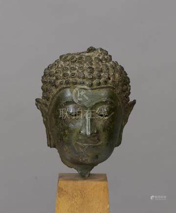 Tête de BuddhaThailande ca 15°-16° siècleAlliage cuivreux. H 11 cmProvenance:-