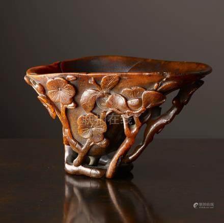 Coupe libatoireChine, Dynastie Qing, 17°-18°siècleCorne de rhinocéros. 7 x 12,5