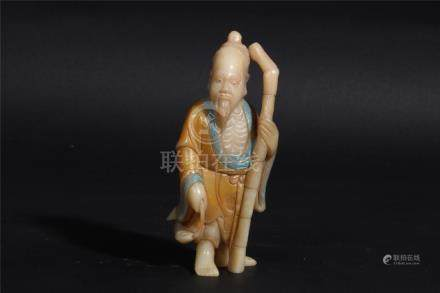A CHINSES SOAPSTONE STATUE, MIDDLE QING DYNASTY