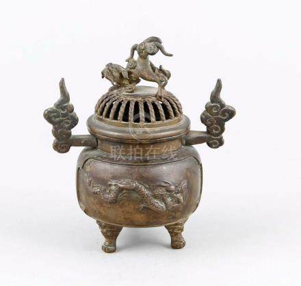 Small incense burner in Ming style, Qing Dyn. (1644-1912), b