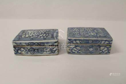 2 Chinese Ming blue and white covered box