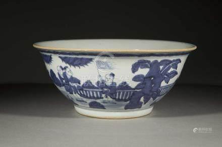 Large coupe sur pied en couronne en porcelaine blanche décoré en bleu cobalt sous [...]