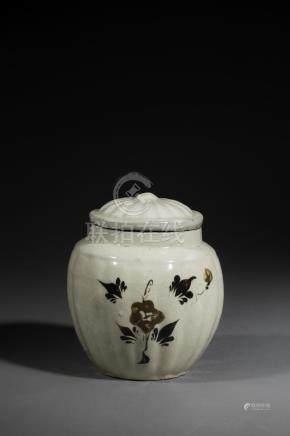 Pot couvert Cizhu moulé de godrons en grès porcelaineux à glaçure monochrome [...]