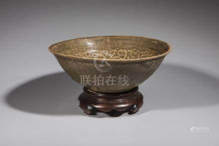 Coupelle de forme Yahoubeï en grès porcelaineux moulé de motifs floraux sous [...]