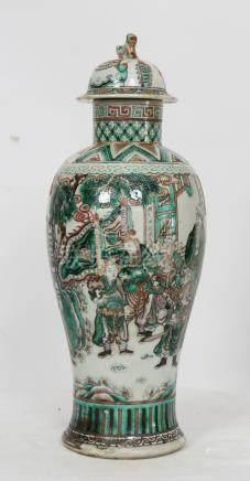 POTICHE BALUSTRE PORCELAINE CHINE XIXè En porcelaine à décor polychrome de [...]