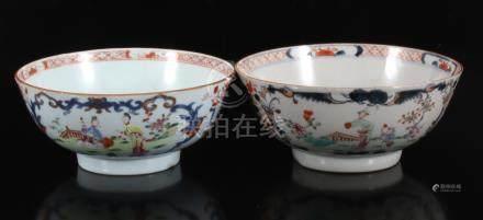 2 Porseleinen kommen, Famille Rose met Imarid met decor landschap, China Qianlong, 9 cm hoog, 20 cm diameter (1 met barst)