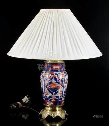 Antieke porseleinen lampvoet gemaakt van Imari vaas, China ca. 1850, inclusief kap 55 cm hoog