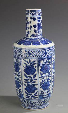 BLUE AND WHITE FLOWER PORCELAIN MALLET VASE