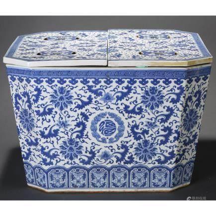 CHINESE BLUE WHITE FOLIAGE PORCELAIN ICE BOX