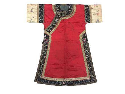 CHINESE QING DYNASTY LADY EMBROIDERY ROBE