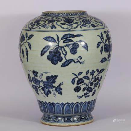 CHINESE BLUE WHITE PORCELAIN VASE