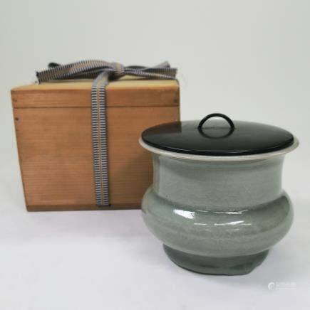 CHINESE CELADON GLAZED LONGQUAN PORCELAIN SPITTOON