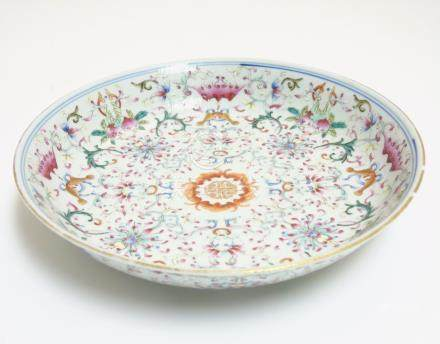 A Chinese famille rose plate, decorated with scrolling lotus flowers, having bat,