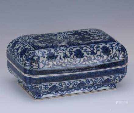 CHINESE PORCELAIN BLUE AND WHITE DRAGON LIDDED SQUARE BOX