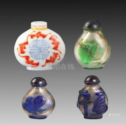 GROUP OF FOUR FINE GLASS SNUFF BOTTLE